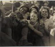 libération de Paris, 25 août 1944, accueil fait auxd soldats, www.balades-historiques.com, christophe courau, exposition musée Carnavalet