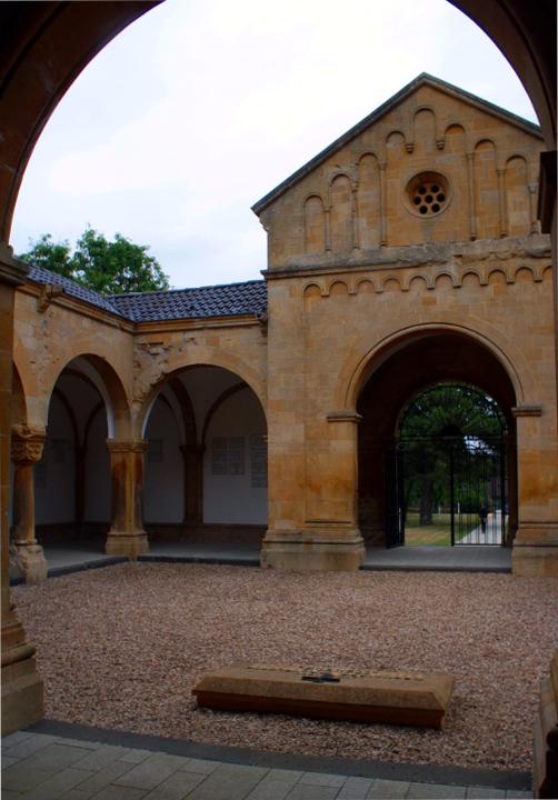 halle souvenir allemand, patio, gravelotte, guerre de 1870, balade historique, www.balades-historiques.com , christophe courau