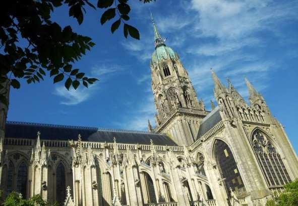 cathédrale de bayeux, tapisserie de bayeux, guillaume le conquérant, 1077, balade historique, www.balades-historiques.com