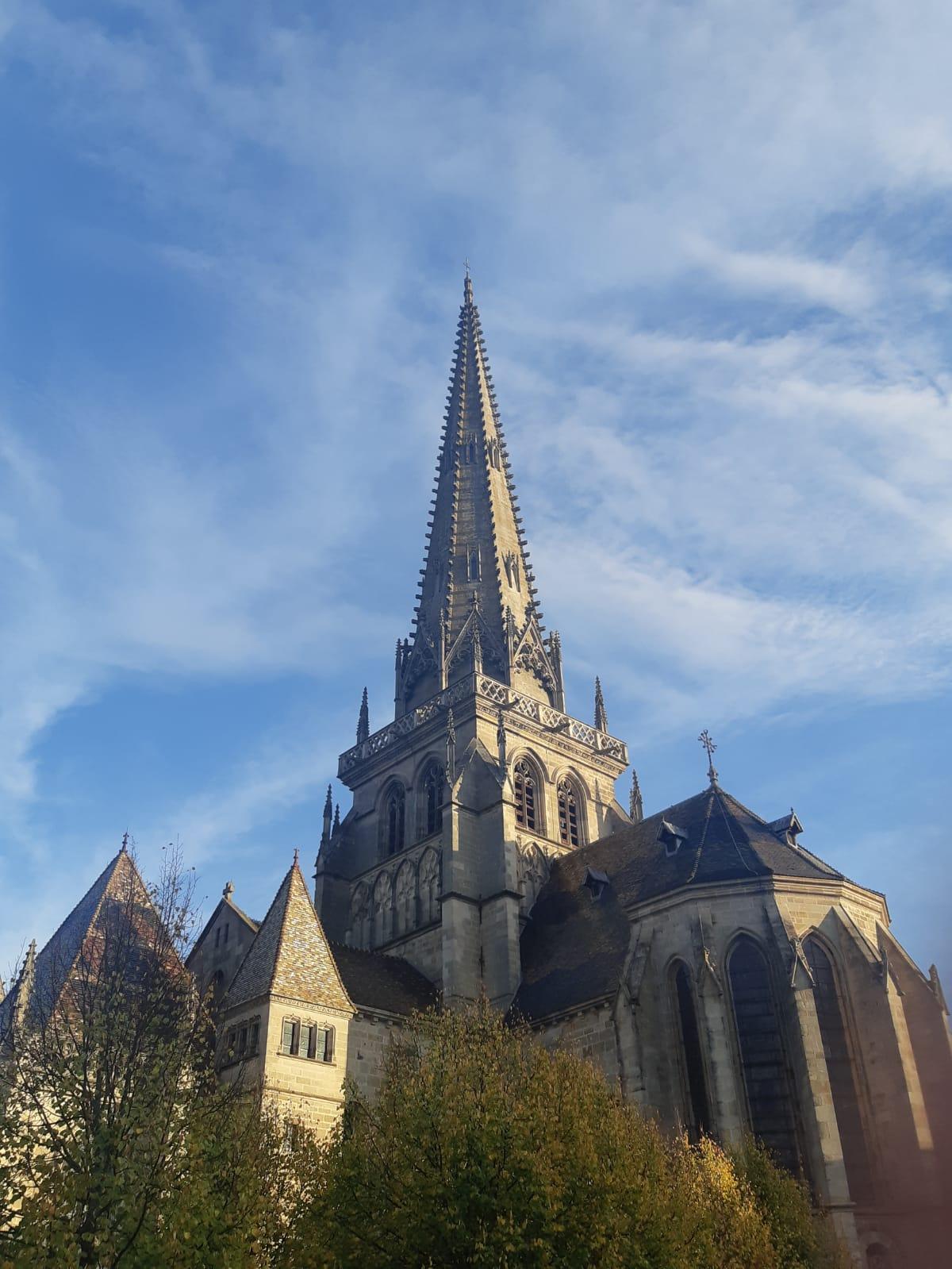 Autun, cathédrale saint lazare, style clunesien, flèche de cathédrale, balades historique, balade historique