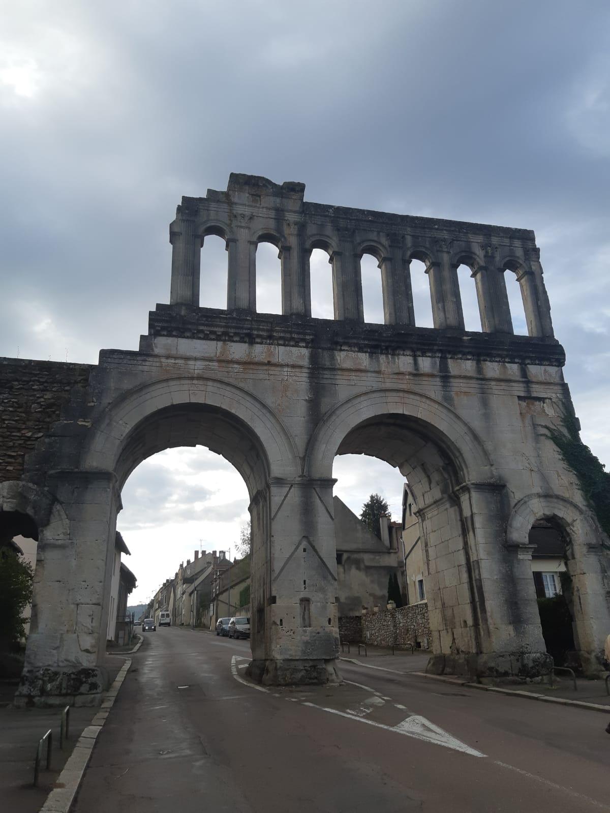 Autun , Porte d'Arroux, Antiquité, Empire romain, Auguste, balades historiques